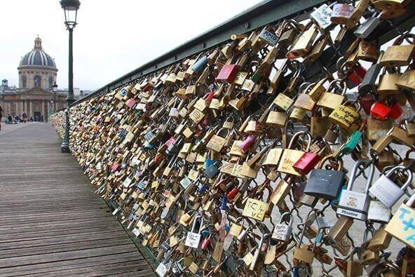 Paris Bridge Collapses From Weight of 'Love Locks' |Infra Bazaar
