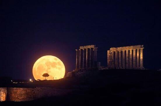 A full moon over Greece's Temple of Poseidon  Infra Bazaar