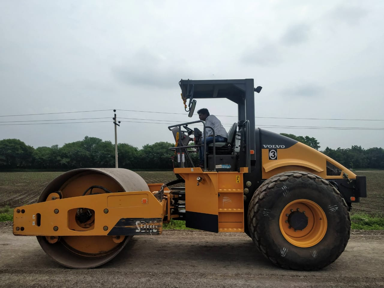 2017 Volvo SD110 Compactor for rent in Dharwad by owners online at best price, Product ID: 449964, Image - Infra Bazaar